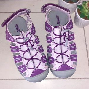 Khombu girls purple closed toe sandals size 3